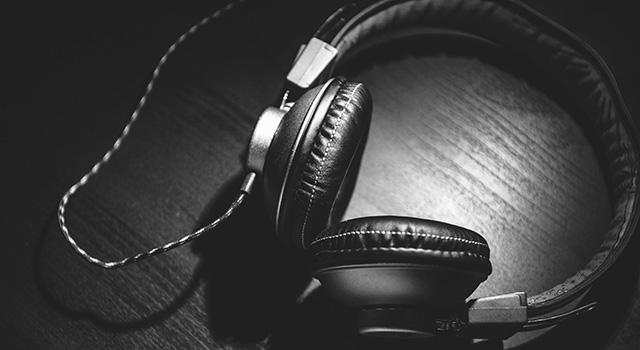 bw_headphones